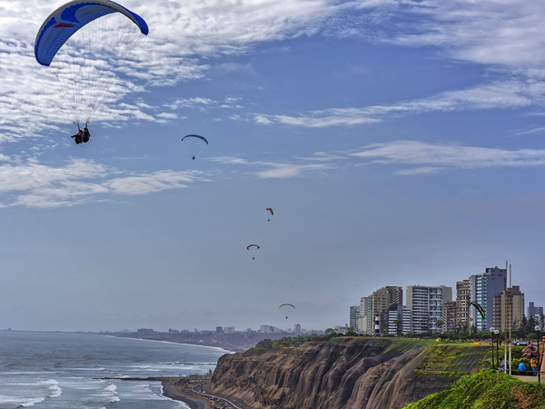 Portada de Paragliding along the Costa Verde in Miraflores