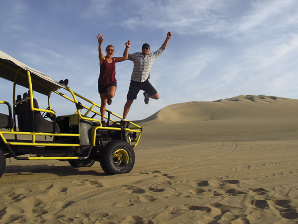 Portada de Buggies and Sandboarding in Usaca